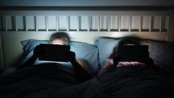آیا تلفن همراه باعث نابینایی میشود؟